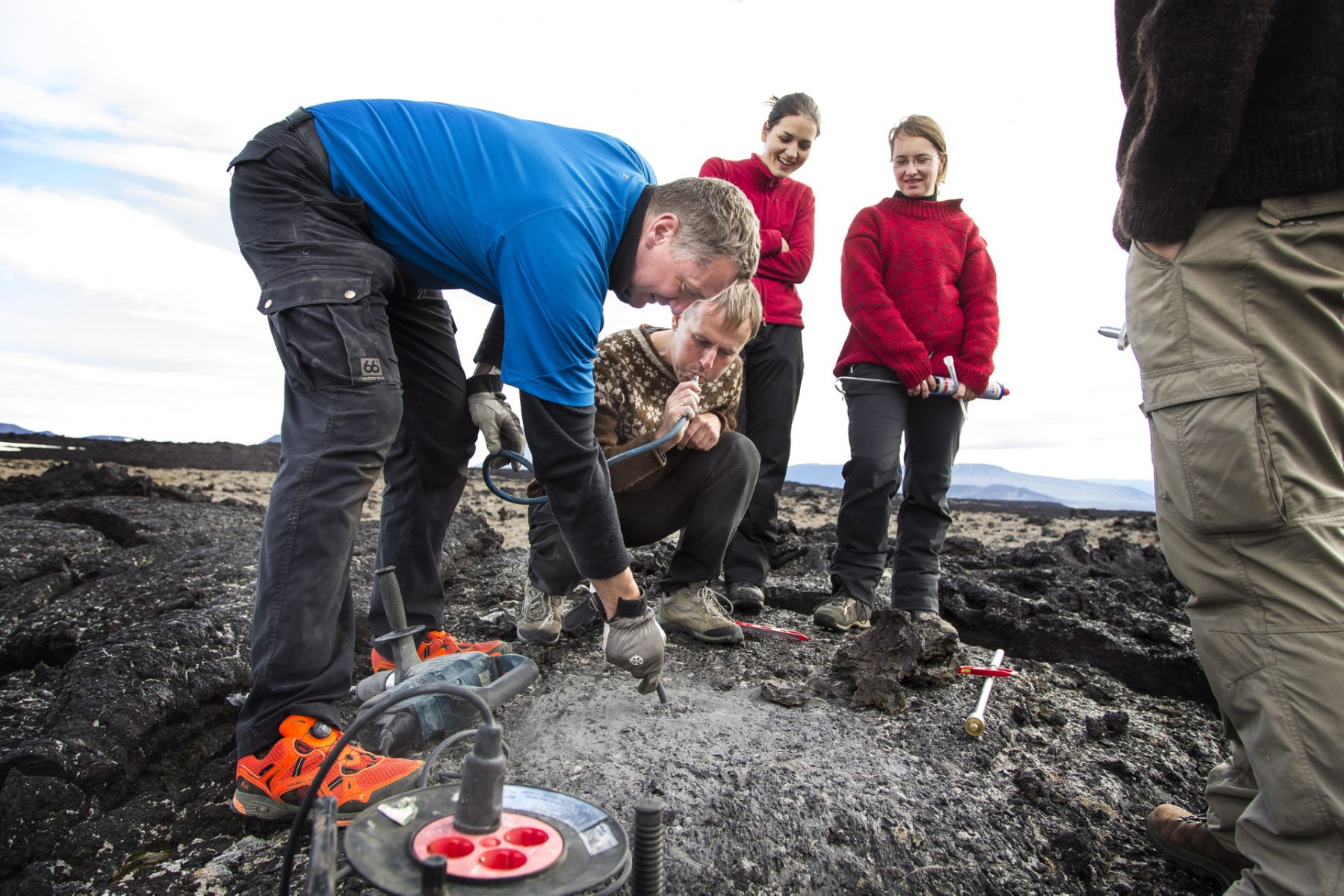 Students on a field trip in Holuhraun