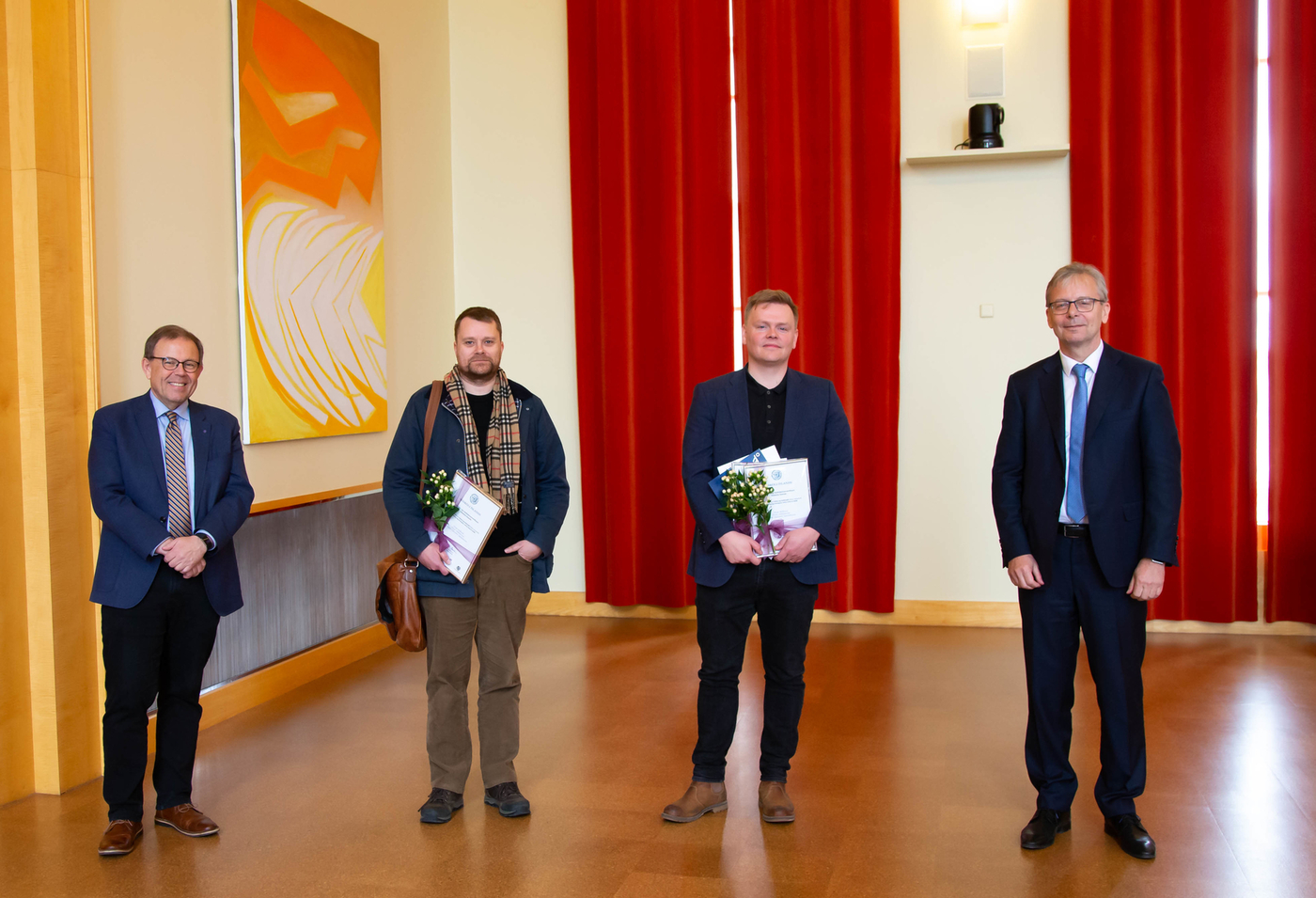 """The award in the Health category, a total of 1.5 million Ikr was presented to the project """"Identification and isolation of active substances in blood"""". The team behind the project is Óttar Rolfsson, Professor at the Faculty of Medicine, Freyr Jóhannsson, biochemist, and Ólafur Eysteinn Sigurjónsson, Clinical Professor and biologist at Landsspítali, University Hospital. Óttar and Ólafur are here with the University Rector and the Head of the Selection Committee. IMAGE/Kristinn Ingvarsson."""