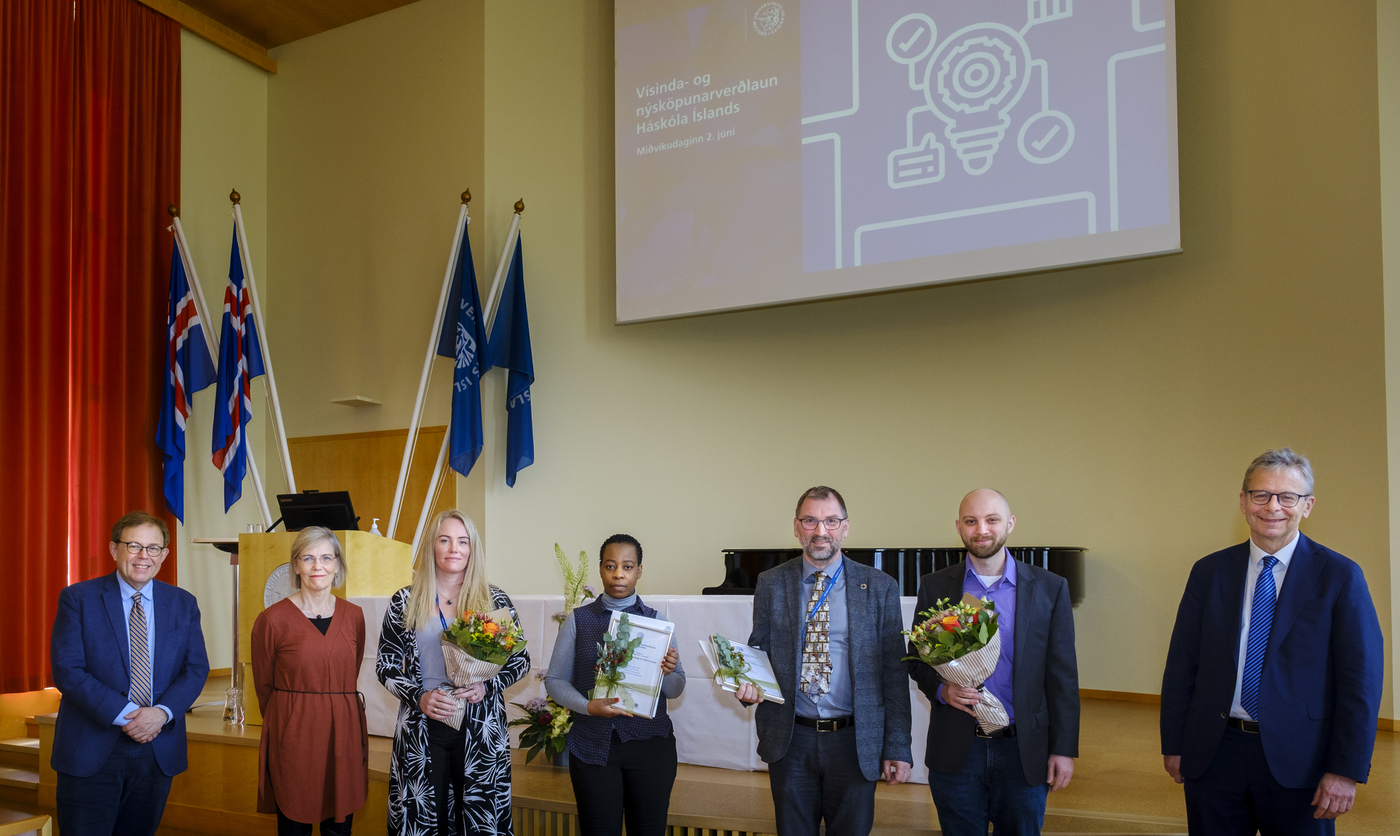 From left: Kristinn Andersen, professor and chair of the selection committee, Guðbjörg Linda Rafnsdóttir, Pro-rector of Science, Bergþóra S. Snorradóttir, assistant professor of pharmacy, Ellen K. G. Mhango, doctoral student in pharmacy, Sveinbjörn Gizurarson, professor of pharmacy, Benjamín Ragnar Sveinbjörnsson, associate professor of chemistry, og Jón Atil Benediktsson, Rector of the University of Icceland. image/Kristinn Ingvarsson