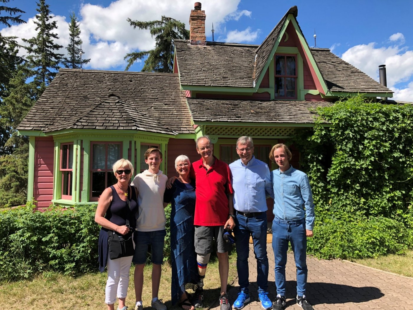 Rector and company paid a visit to Stephan G.'s house