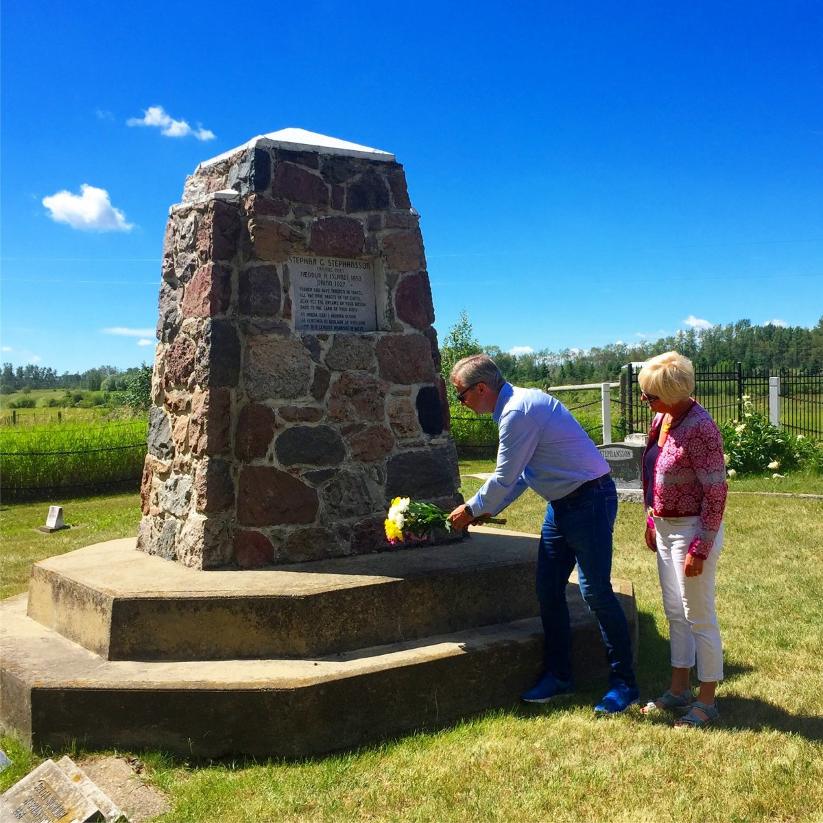 Jón Atli, rector, and his wife, Stefanía, laid flowers from the University of Iceland on his grave