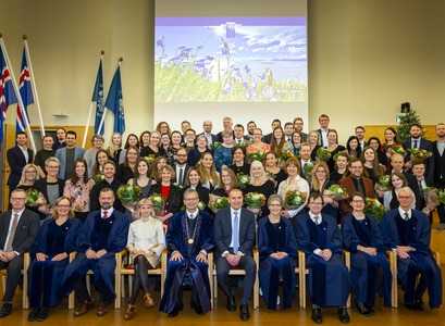 The graduated doctors with the president of Iceland, the rector of the University of Iceland, prorectors, deans of the university´s five schools, the ceo of the National and University Hospital and the chair of the student council.