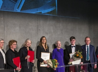 Grantees with Margareth II Queen of Denmark, representatives from the national museums in Iceland and Denmark, and the Vigdís Finnbogadóttir Institute of Foreign Languages, rector of the University of Iceland and the chair of the Carlsberg Foundation. PHOTO/Kristinn Ingvarsson
