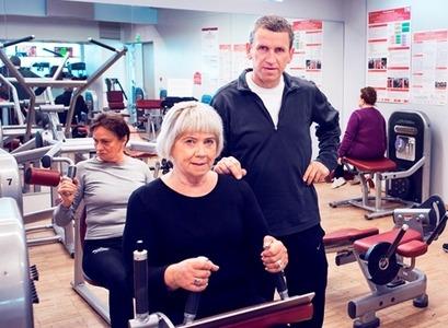 Janus Guðlaugsson with a senior citizen