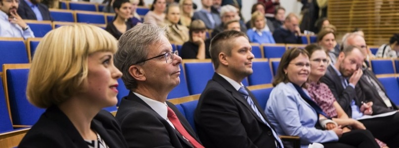 Administration and staff - Available at University of Iceland